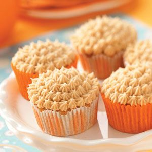 Pumpkin Spice Cupcakes with Cream Cheese Frosting - Click for Recipe
