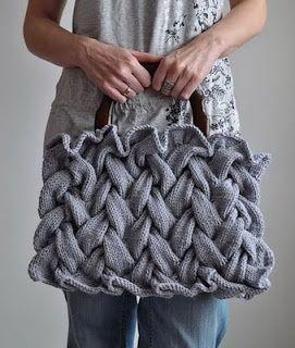 Olá meninas,     Lindas e diferentes bolsas em tricô, achei lá no Pinterest ( Amooo)     Masss infelizmente não tem PAP...Ficaremos só n...