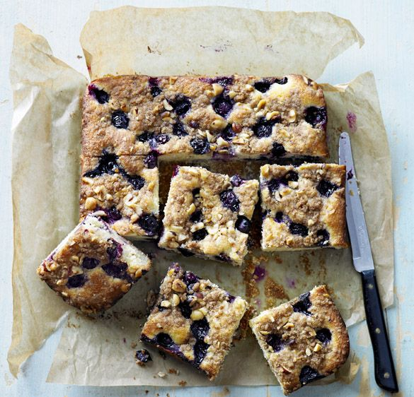 Blueberry streusel traybake #recipe