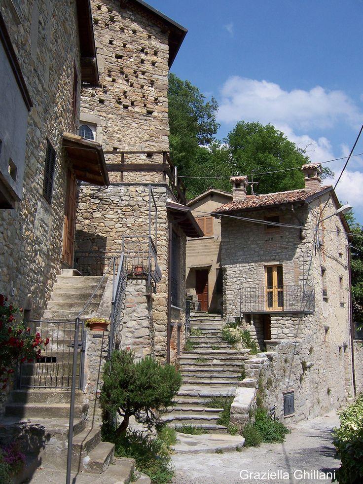 Lombardia Zavattarello Uno scorcio del borgo antico con case del XIII secolo   #TuscanyAgriturismoGiratola