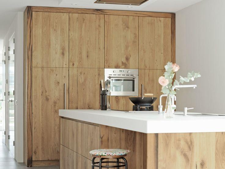 Meer dan 1000 idee n over eiken badkamer op pinterest badkamer kasten badkamermeubel en - Eigentijdse keuken tafel ...