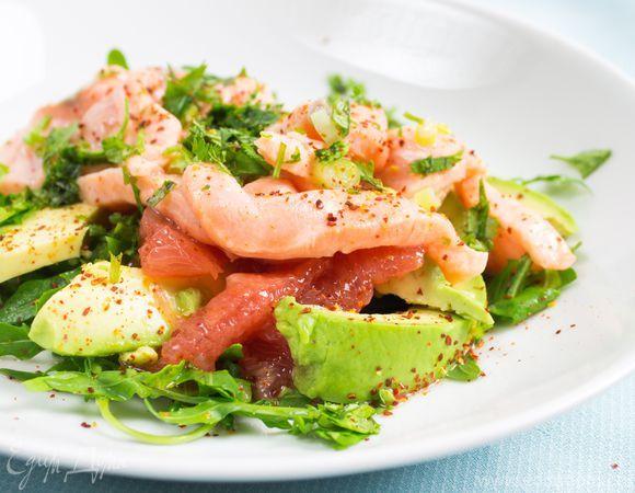 Севиче из лосося с авокадо и розовым грейпфрутом