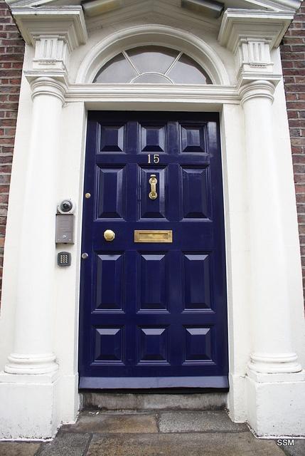 blue navy door love the brass for the home pinterest. Black Bedroom Furniture Sets. Home Design Ideas