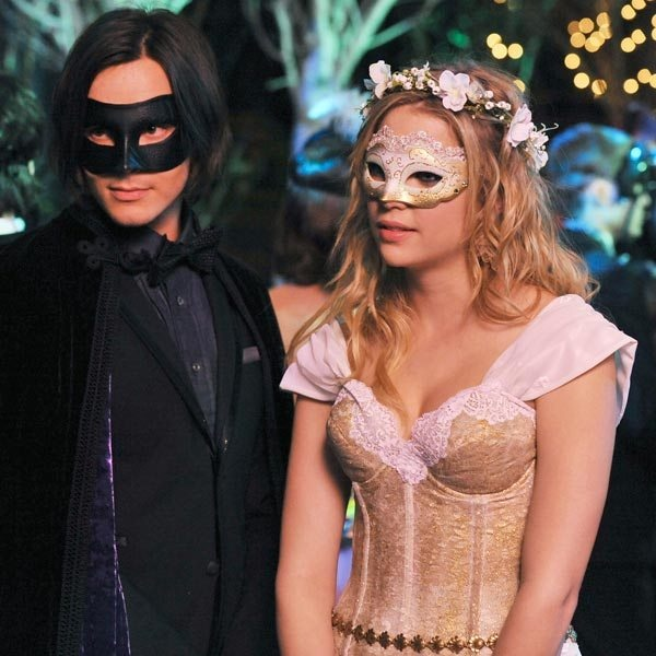 Haleb. They're dressed up like Princess Buttercup and Wesley from The Princess Bride, right? Cute. ♥