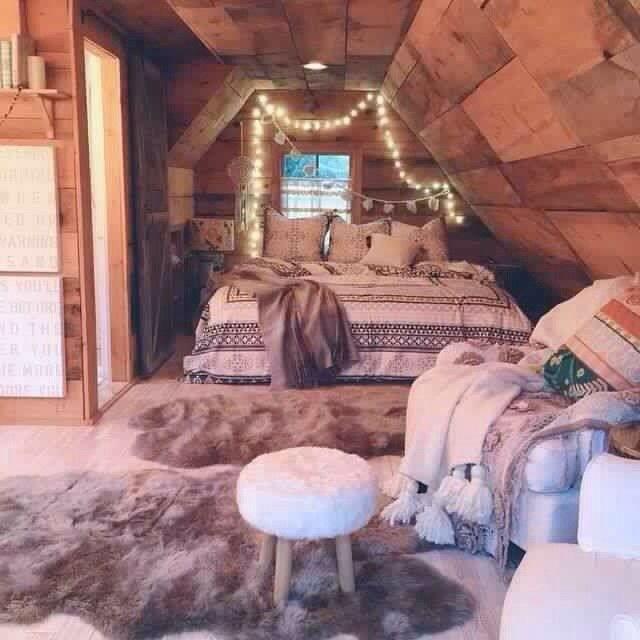 Комната на чердаке зимой