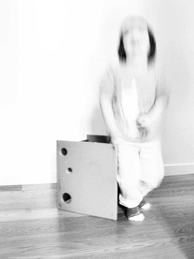 """Livia's chair e' la sua prima sediolina costruita in legno massello naturale non trattato, atossico e duraturo, si presta ad un uso estremamente flessibile. Basta ruotarla ed opla', il piano di seduta si alza o si abbassa a seconda delle esigenze del tuo bambino. Un altro giro ed eccola nella versione tavolino da gioco, con tanti buchi per divertirsi ad infilare le manine, a far cadere gli oggetti o semplicemente per ridere a crepapelle al """"..cucu'.."""" di mamma e papa'!"""