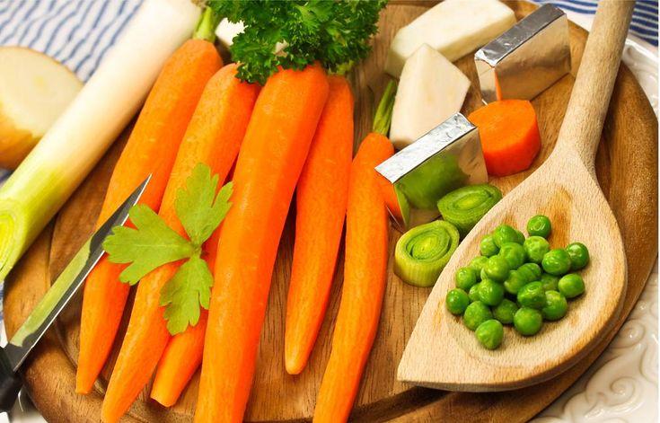 Poco calorica e praticamente senza grassi, ha tante proprietà nutritive e il colore dell'energia, quella giusta, che vogliamo in questo primo lunedì di novembre! #carote #mangiarebuono #arancio