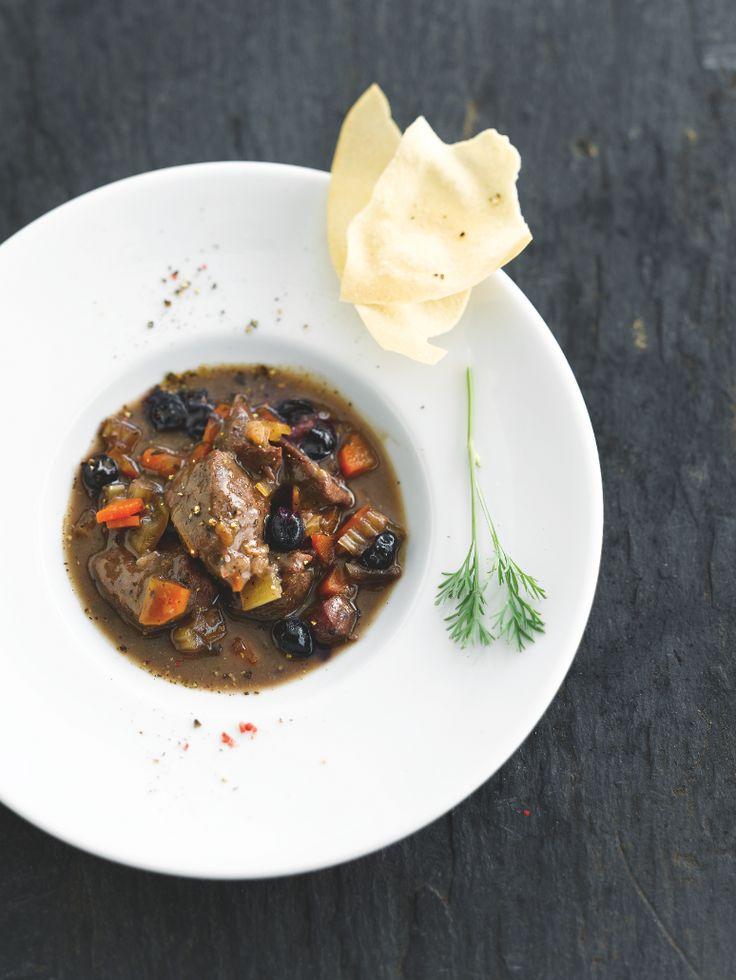 """Het lekkerste recept voor """"Stoofpotje van hinde met bosbessen"""" vind je bij njam! Ontdek nu meer dan duizenden smakelijke njam!-recepten voor alledaags kookplezier!"""