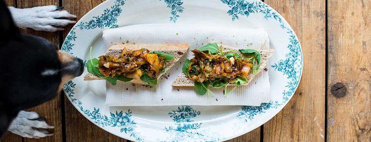 Het recept voor deze aubergine spread met zeepeterselie komt uit het boek Groente uit zee. Ideaal voor op een toastje of op een stokbroodje met wat rucola!