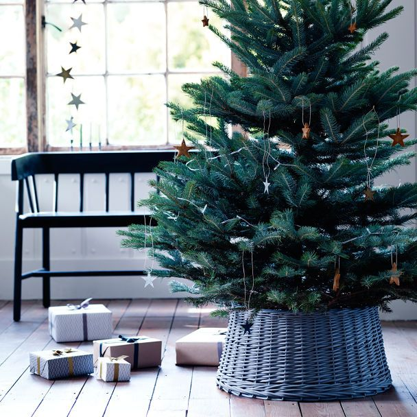 Designed exclusively for Rowen & Wren, our greyed willow tree skirt has been masterfully woven to complete your Christmas decor. A wonderfully rural take on a highly practical design, this is the ideal piece for covering your tree support and creating the perfect backdrop to your gifts galore.