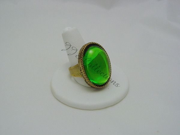I created this ring to match the beautiful green teardrop necklace