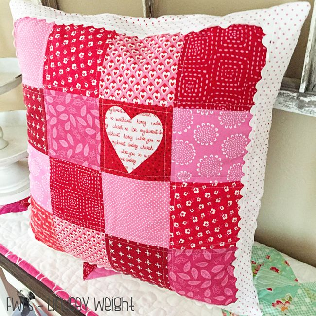 Easy Valentine Pillow ~ tutorial & 117 best Sew It! ~ Pillows images on Pinterest | Pillow tutorial ... pillowsntoast.com