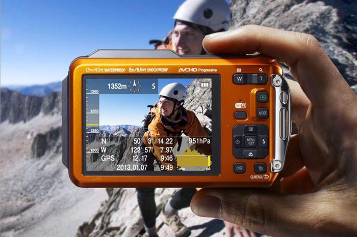 [CATALOGUE GÉNÉRAL 2015] FT5 LUMIX: FT5 : Le parfait baroudeur. Le plus aventurier des appareils photo : étanche à 13 m, antichoc à 2 m, fonctionnement à -10°C, résistant à une pression de 100 kg, lentille antibuée. Capteur MOS 16 Mpix. Optimisation des photos sous-marines : filtre spécifique - reproduction de la couleur rouge. Connectivité Wi-Fi avec NFC. RÉF. DMC-FT5EF-A - BLEU | RÉF. DMC-FT5EF-D - ORANGE http://www.exertisbanquemagnetique.fr/info-marque/panasonic