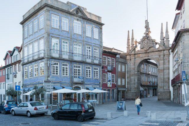 Braga | Praça Conde São Joaquim, n.º 32 [© Libório Manuel Silva] #Azulejo #AzInfinitum #ILoveBraga