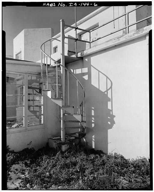6.  CLOSE UP OF OUTSIDE SPIRAL STAIRCASE ON SOUTH SIDE - den Hartog House, 2210 Army Post Road, Des Moines, Polk County, IA