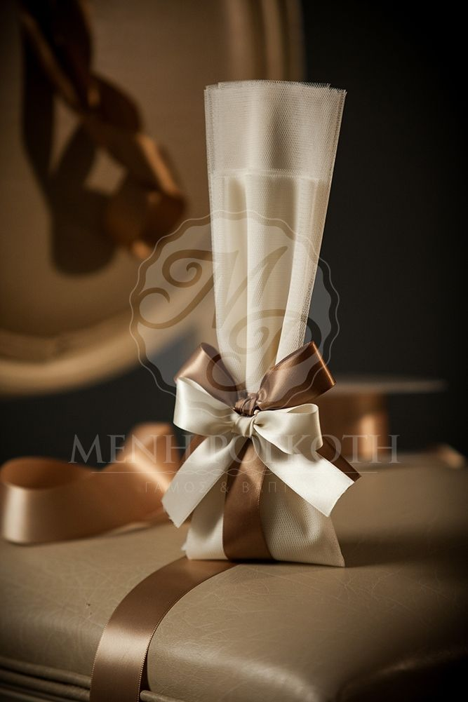 An amazing wedding favor bomboniere tulle in ivory colour with double bows from satin ribbon.