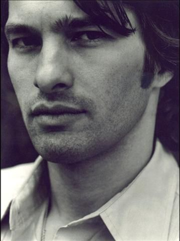 french actor Olivier Martinez (now dating Haley Berry), has the dangerous good looks of a bad boy. I first saw him in the movie Unfaithful.