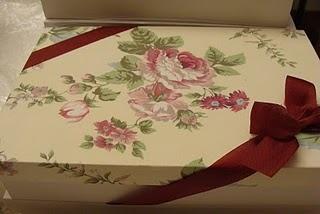 caixa com tampa coberta com tecido