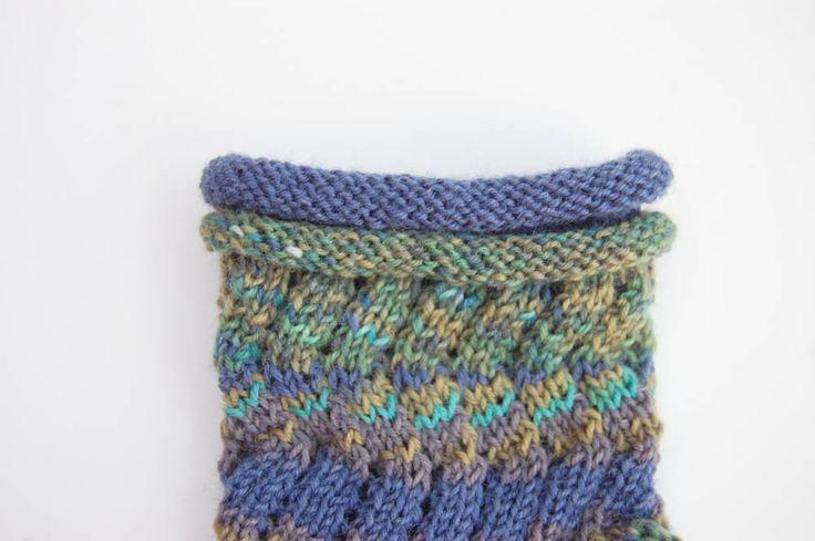 Anleitung: Regia Pairfect – Socken stricken mit Rollrand und Zickzackmuster