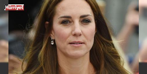 Konuşmayı bile yeniden öğrendi : İngiliz kraliyet ailesinin halk tarafından en çok sevilen üyesi Kate Middleton da meğer göründüğü gibi değilmiş. İnternetteki radar adlı site Cambridge Düşesi Middletonın yarattığı ve Kraliçe 2. Elizabethi uykusuz bırakan büyük ve küçük çaplı skandalları derledi. Tüm bunlar Prens William ile evlenerek geleceğin kraliçesi unvanı olmaya hak kazanan Kate Middleton ile ilgili bugüne kadar fazla bilinmeyen gerçekleri de ortaya çıkardı…