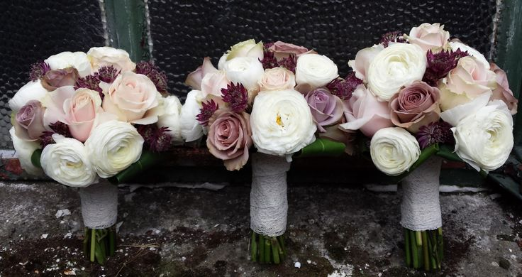 Sweet avalanche, amnesia roses and Ivory ranunculas with plum Astrantia, lovely we think.