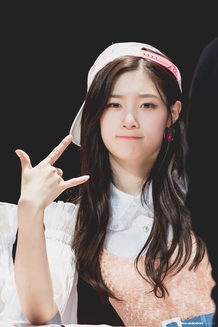 She's funny, weird, talented, and pretty. My bias of DIA and IOI! ❤️❤️❤️ Jung Chaeyeon