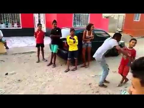 Niño baila champeta en barrio de Barranquilla
