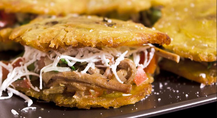 Tostones de plátano verde rellenos | Venezuelan eating ...