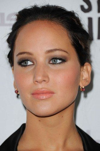 sultry mature makeup.  plum shadow & peach lips.  shown: jennifer lawrence