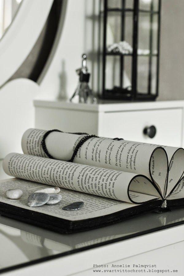 vikt bok, vika bok, vika böcker, bokkonst, bookart, art, stenar, sten, strand, turkiet, dekoration, dekorationer, på sminkbordet, sminkbord, sovrum, sovrummet