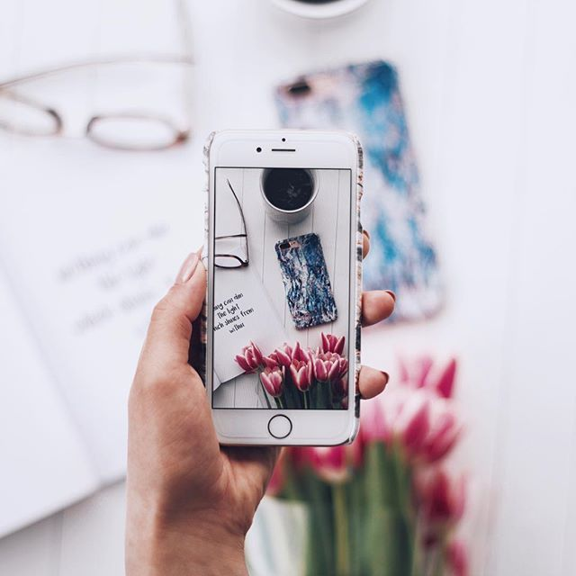 flatlay | myburga | burga | burgaofficial | flatlay inspiration | instagram photo idea | instagram flatlay | how to take flatlay picture |burga | tulips | shot | marble iphone case