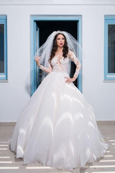 Santorini wedding Bridal portraits from real destination weddings by Phosart Photography & Cinematography