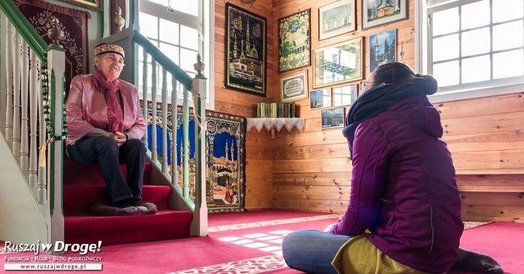 Ogromną przyjemność sprawia słuchanie opowieści o polskich Tatarach na Podlaskim Szlaku Tatarskim, na przykład w meczecie w Bohonikach.