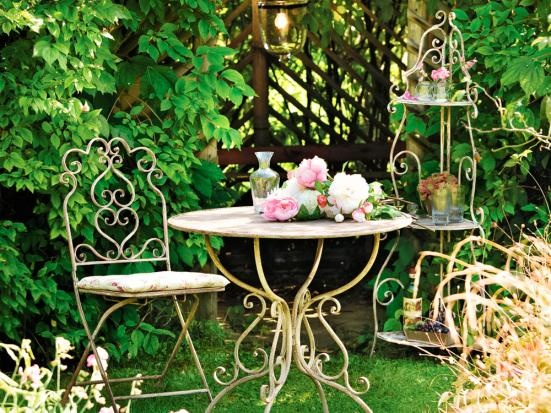 .What a great set for a pretty corner of the garden.