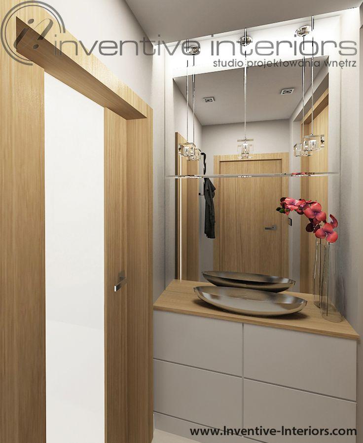Projekt wiatrołapu Inventive Interiors - mały wiatrołap z białą szafą na buty i dużym lustrem