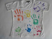 Otisky rukou na tričku