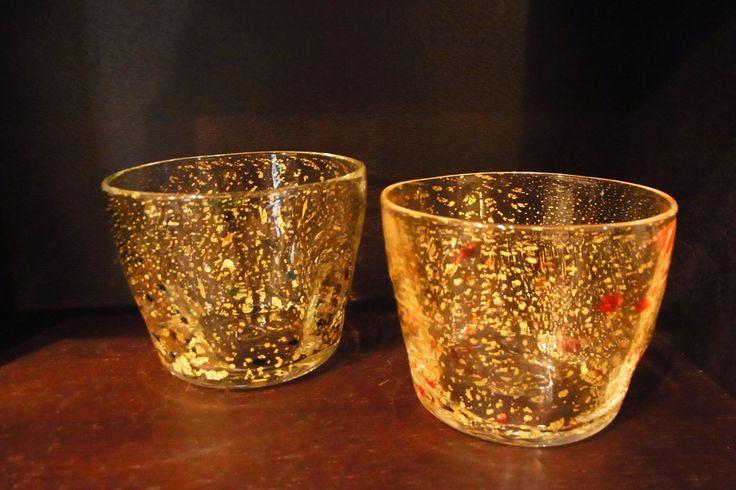 溶かしたガラスに金箔を貼って吹いたお猪口です。各5,000+税