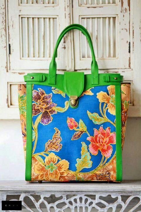 Shine-15 Document Bag (tampak depan) / in Jawa Baru 01 / Leather : Green Cow / Envy Batik by Cerita-nya