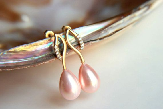 EarringsGold plated brass earring hooks with pink by HirasuGaleri, $32.00 #jewelry #earrings #waterpearl #zirkon #leaf #goldfilled #goldplated #pearl #pink #personalized #wedding #bridesmaid #bridal #weddingearring