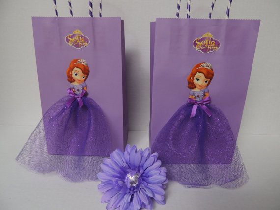 Elevate your princess party with these very cute and elegant Sofia the First birthday favor bags for your girls guests! Sofia is decorated with