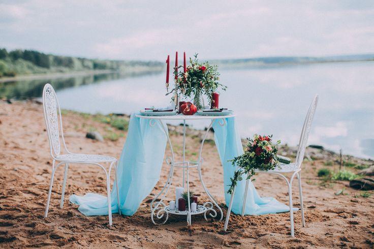 Оформление свадебной фотосессии у воды., Свадьбы в красном цвете, Декор для оформления, Свечи, Свадьбы в белом цвете, Стулья, Предметы мебели, На берегу реки
