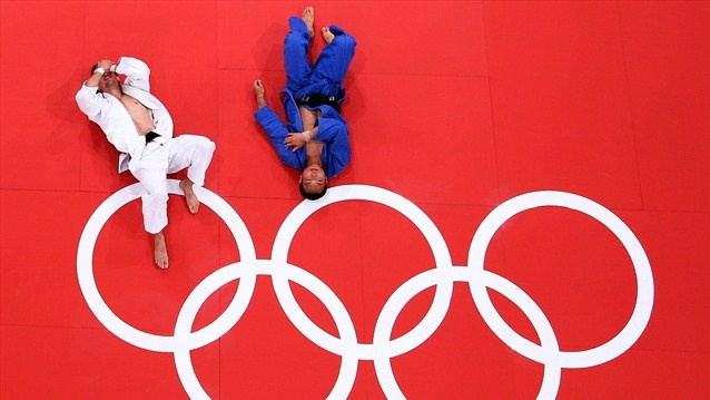 Mansur Isaev of Russia takes gold in the men's -73 kg
