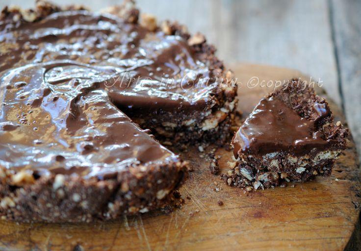 Torta di biscotti al cioccolato senza forno, ricetta facile, dolce senza cottura, feste di compleanno, buffet, idea veloce dolce da merenda o colazione con nutella