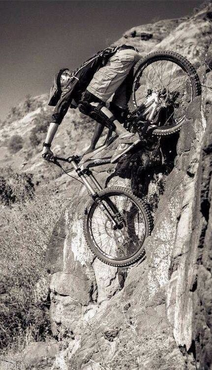 Discesa in parete praticamente verticale! #MTB - down on the vertical wall in mtb