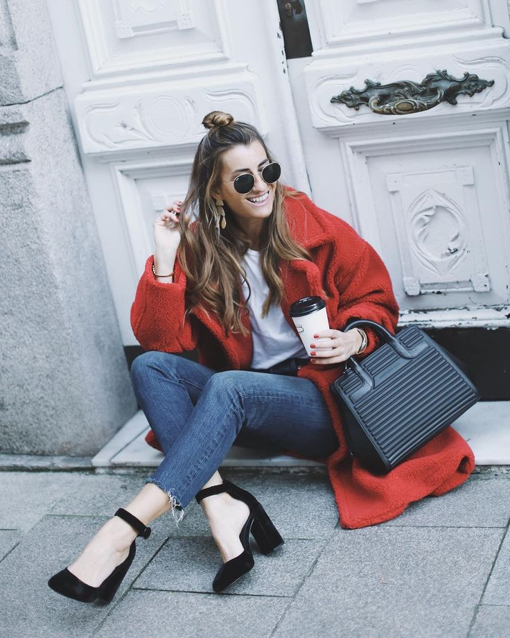 "6,706 Gostos, 124 Comentários - Silvia García BARTABAC (@bartabacmode) no Instagram: ""Uppps, It's almost my fave day of the year!...Santa, I'm ready. Wearing my @mandarinaduckit bag.…"""