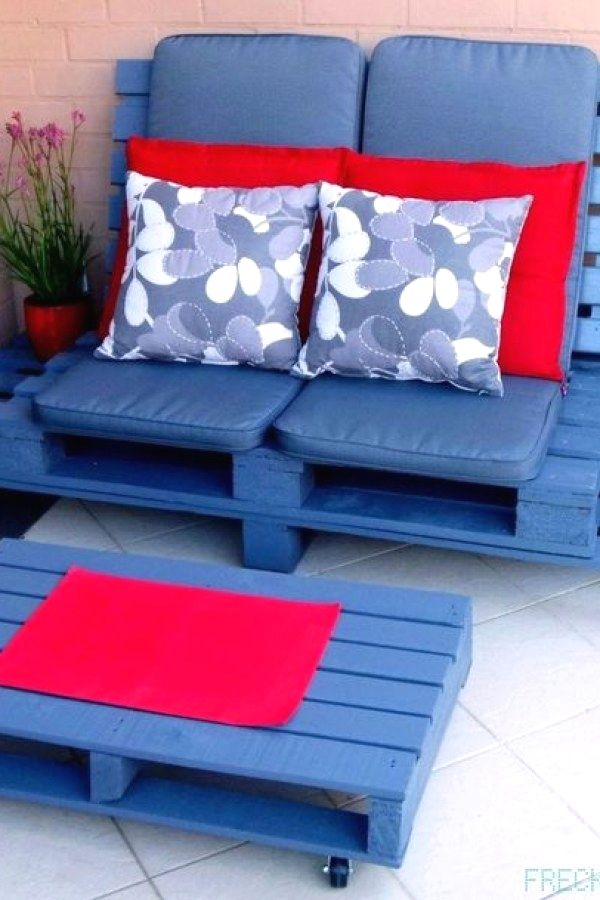 Easy Pallet Furniture Project Designs You Can Create For Your Living Spaces Diy Palle Pallet Furniture Outdoor Pallet Furniture Designs Pallet Patio Furniture
