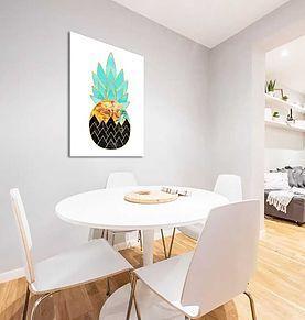 Un motif classique qui évoque l'art déco par les couleurs, les 60's par le motif et le scandinave par la géométrie. Ce tableau pétillant réveillera votre petit déjeuner.  Si vous le préférez dans votre salon, placez un pied de lampe en laiton ou un objet doré à ses côtés pour le faire briller!   A partir de 20x30cm  #artdeco #pineapple #ananas #chall #galeriechall #art #décoration #design #interiordesign