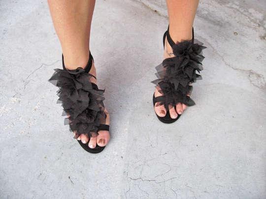 """DIY: Christian Louboutin """"Petal"""" Sandals: Diy Shoes, Cute Shoes, Cute When, Diy Christian, Christian Louboutin Shoes, Fashion Heels, Diy Petals, Homemade Shoes, Petals Sandals"""
