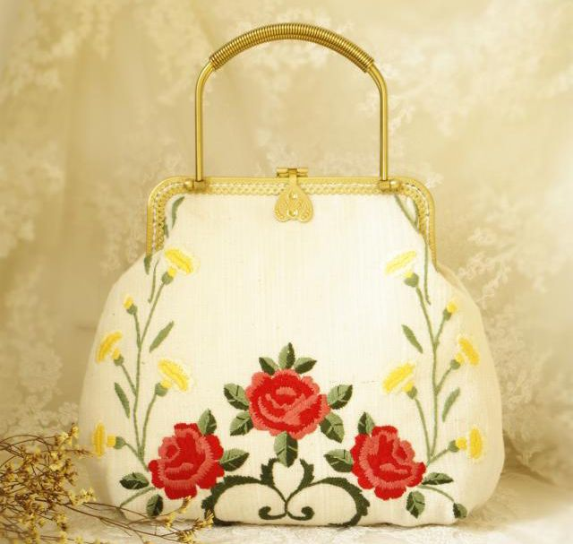 Handmade Embroidery Double Side Kiss Lock Clasp Party