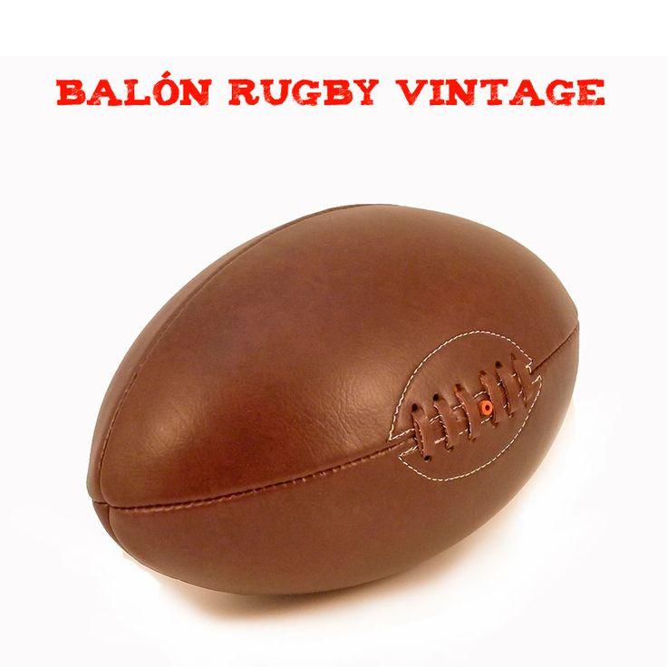 De nuestros regalos originales este Balón de rugby vintage es un exitazo y ahora puede ser tuyo, para jugar con él auténticos partidazos o para decorar cualquier espacio con un toque vintage muy especial. Un balón que es un regalo ya que es casi imposible encontrarlo en ningún sitio.